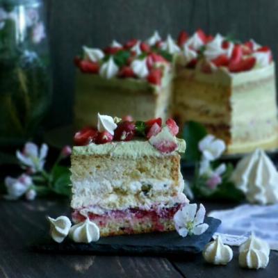 торт с клубникой и базиликом